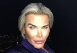 'Ken Humano' injeta placenta no rosto e choca internautas