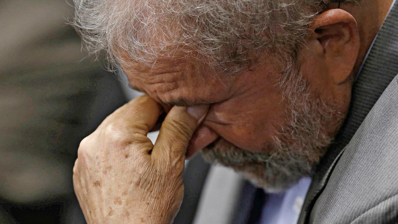 lula 1 ie - Juiz retira assessores, motoristas e benefícios de Lula