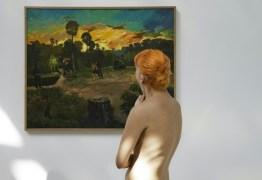 Naturistas em tour por museu parisiense, um 'momento inesquecível'