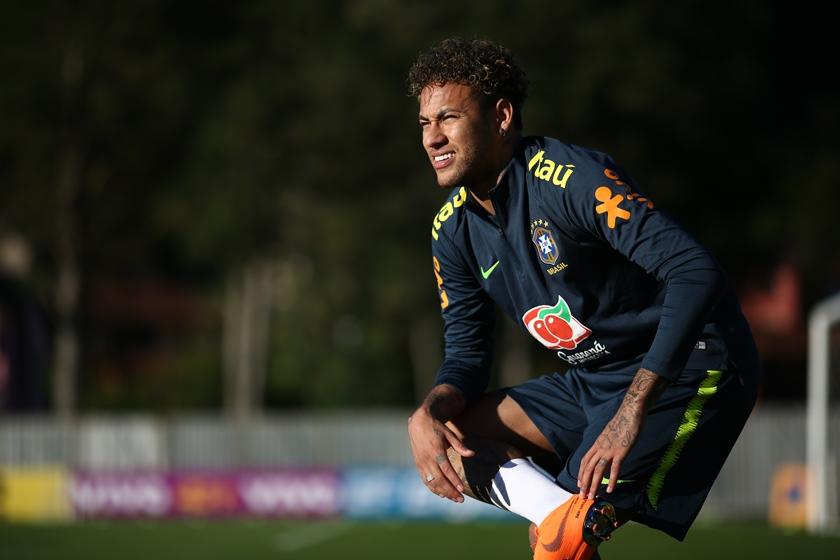 neymar treino dor pé cirurgia - Real Madrid espera PSG ser punido para fazer proposta de R$ 1,3 bilhão por Neymar, diz jornal