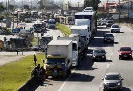 Caminhoneiros batem o pé e greve continua, apesar de acordo para zerar Cide