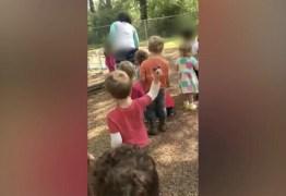Crianças jogam pedras em menino de 4 anos, orientadas por professora -VEJA VÍDEO