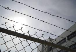 Presos escrevem carta e iniciam greve de fome por TV a cabo para a Copa