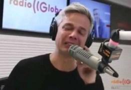 Otaviano Costa chora e sai em defesa de Flávia por herança de Marcos Paulo; veja vídeo!