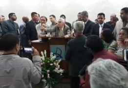 VEJA VÍDEO: Durante culto fiéis expulsam pastor após comprovação de fraudes em contas