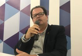 """VEJA VÍDEO: André Carlos Torres afirma, """"A gestão pública sofre com emaranhado burocrático que favorece a corrupção"""""""