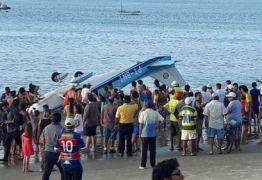 VEJA VÍDEO: Avião perde controle e cai no mar de Fortaleza