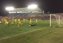 Campinense bate o Brasiliense e garante vaga nas quartas da Série D
