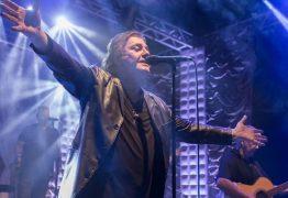 VEJA VÍDEO: Mesmo com pancadaria na plateia, Fábio Júnior segue o show e vídeo viraliza