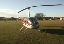 DOIS PILOTOS PRESOS – Helicóptero pousa em campo de futebol com 118 Kg de cocaína