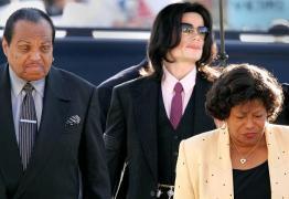 Médico de Michael Jackson confirma que cantor foi castrado quimicamente a mando do próprio pai