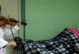 MILAGRE: Homem acorda de coma após ouvir som de violino