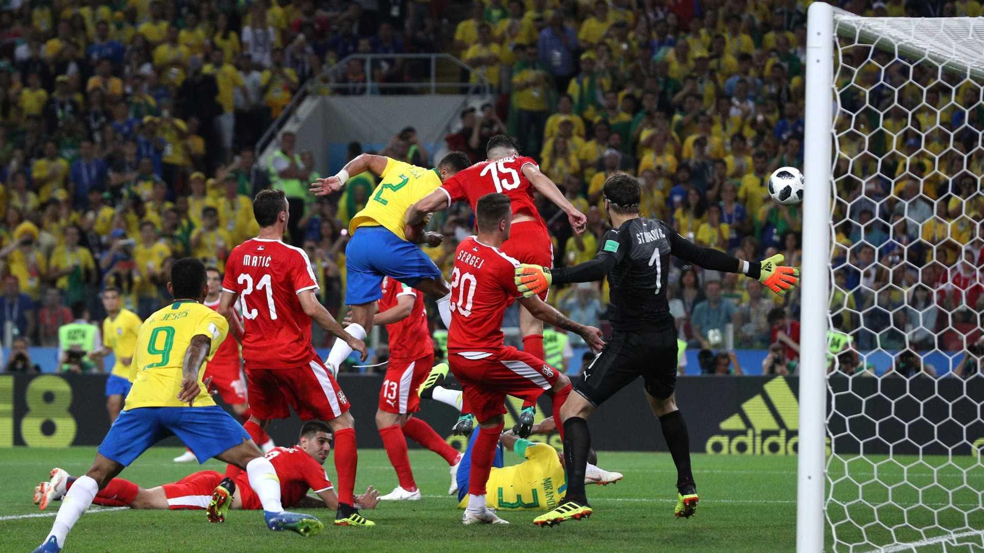 naom 5b33e74d9c041 - De cabeça, Thiago Silva amplia para o Brasil e faz 2 a 0