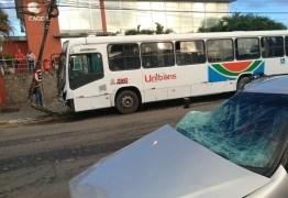 Homem fica preso às ferragens após colisão entre carro e ônibus em João Pessoa