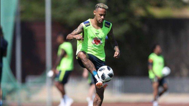 xneymar 1.jpg.pagespeed.ic .0y0iMnHtFp 1 - Neymar participa de treinamento antes de viagem do Brasil para São Petersburgo