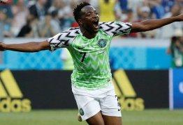 Musa marca duas vezes e inspira a Nigéria a vencer a Islândia por 2 a 0 na Copa