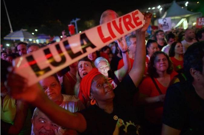 24605513 - LULA LIVRE: artistas defendem liberdade do ex-presidente em festival de música