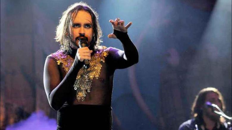 """69b07e001fef36e64cd624015bd12296 780x440 - VEJA VÍDEO: Cantor puxa coro """"Hi, hi, hi, Jesus é travesti"""" e é vaiado durante show"""