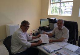 Ex-presidente da JUCEP entrega carta de desincompatibilização do órgão como Vogal para poder concorrer às eleições de outubro