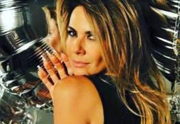 Luciana Gimenez faz vídeo de biquíni e quase mostra demais; confira