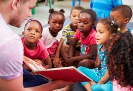 Prestar serviços gratuitos em escolas públicas poderá ser obrigatório para bolsistas do Governo Federal
