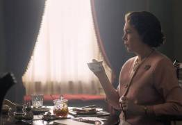 Netflix divulga imagem de Olivia Colman como Elizabeth II em The Crown