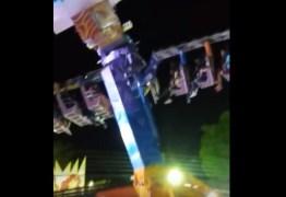 Dezessete pessoas ficam presas em brinquedo de parque de diversões na Paraíba – VEJA VÍDEO
