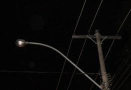 Funcionários da prefeitura que realizavam troca de lâmpadas são alvos de tiros em JP