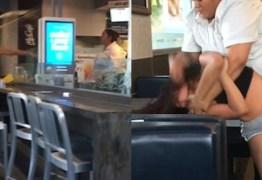 Briga no McDonald's: Funcionária bate em cliente que jogou bandeja em seu rosto – VEJA VÍDEO