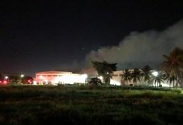 VEJA VÍDEO: Incêndio de grandes proporções atinge depósito de algodão em Santa Rita