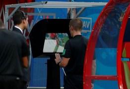 Presidente da Fifa diz que árbitro de vídeo está limpando o futebol