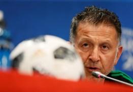 Técnico do México reclama de arbitragem e diz que não se pode permitir 'tanta palhaçada' de Neymar