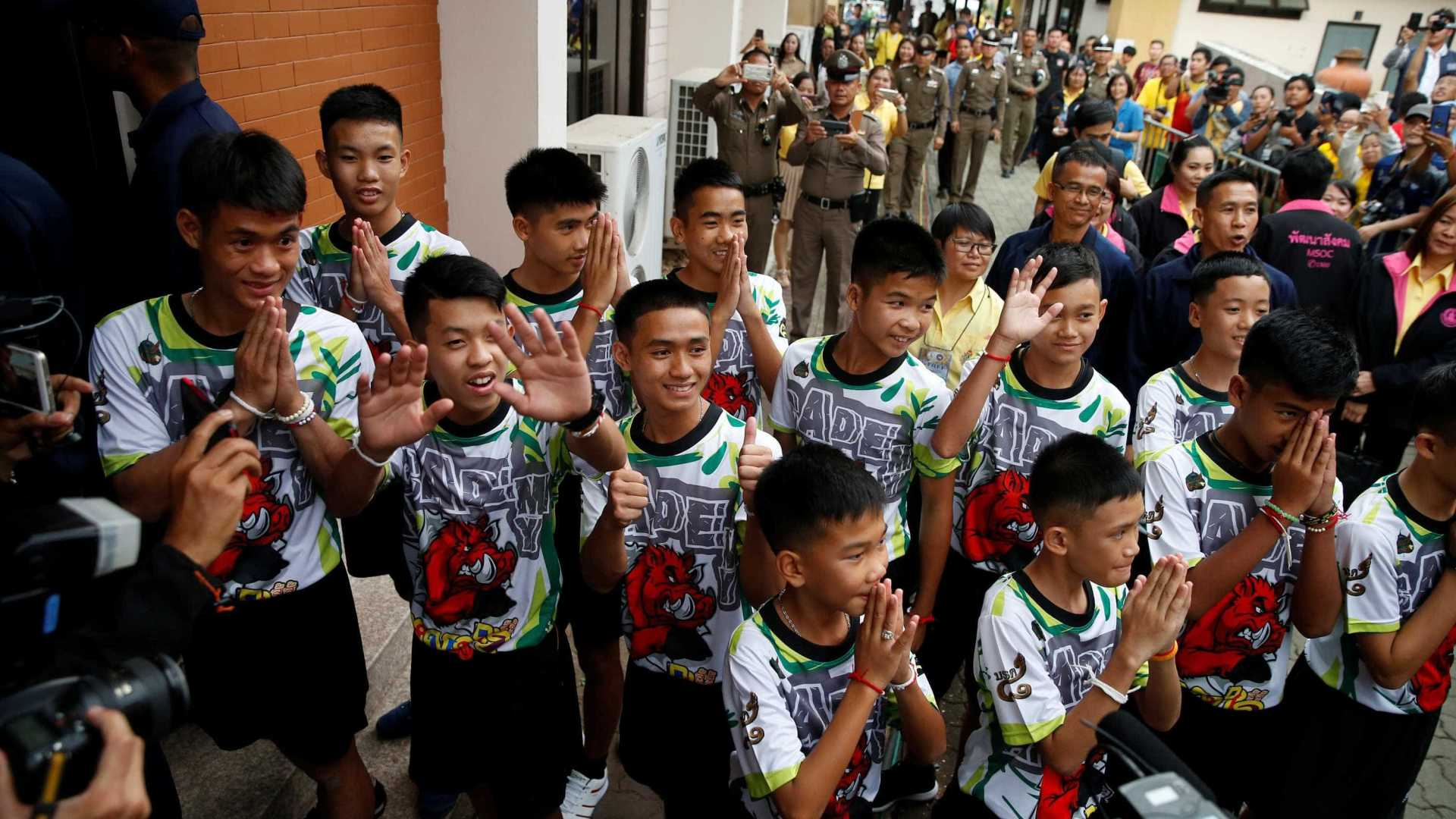 naom 5b4f27235ede6 - VEJA VÍDEO: Meninos tailandeses recebem alta e concedem 1ª entrevista coletiva