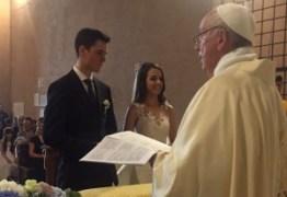 SURPRESA: Papa Francisco celebra casamento de brasileira