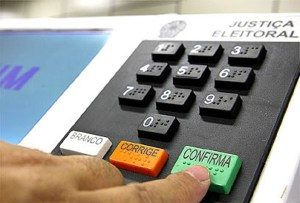 urna eletrônica 300x203 - IBOPE NO TOCANTIS: Mauro Carlesse, 50%; Carlos Amastha, 19%; Marlon Reis, 7%