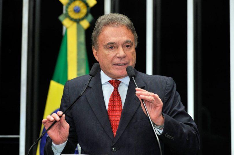 lvaro Dias 810x537 - Debate: Alvaro Dias tenta se colocar como candidato da Lava-Ja