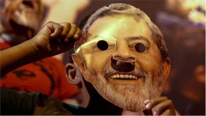 103065715 afp maska lula - Dodge quer que PT devolva fundo partidário gasto com 'campanha de Lula'