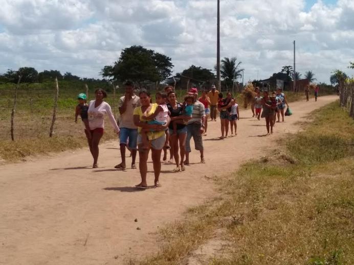 1533747449932 despejo3 - Polícia despeja posseiros de fazenda de desembargador e cinco pessoas são feridas - VEJA FOTOS