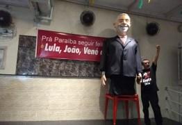 PT apresenta boneco gigante de Lula durante Encontro de Tática Eleitoral na Paraíba – VEJA VÍDEO!