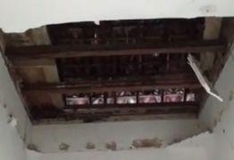 Parte do teto da Defensoria Pública da Paraíba desaba – VEJA VÍDEO!