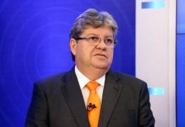 João Azevedo participa de mesa redonda na Defensoria Pública da Paraíba
