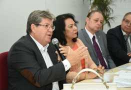 João Azevedo inicia campanha de rua com panfletagem