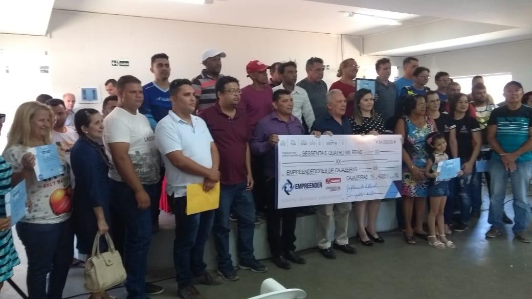 WhatsApp Image 2018 08 15 at 10.27.37 AM - Prefeitura de Cajazeiras entrega cheques do Programa Empreender