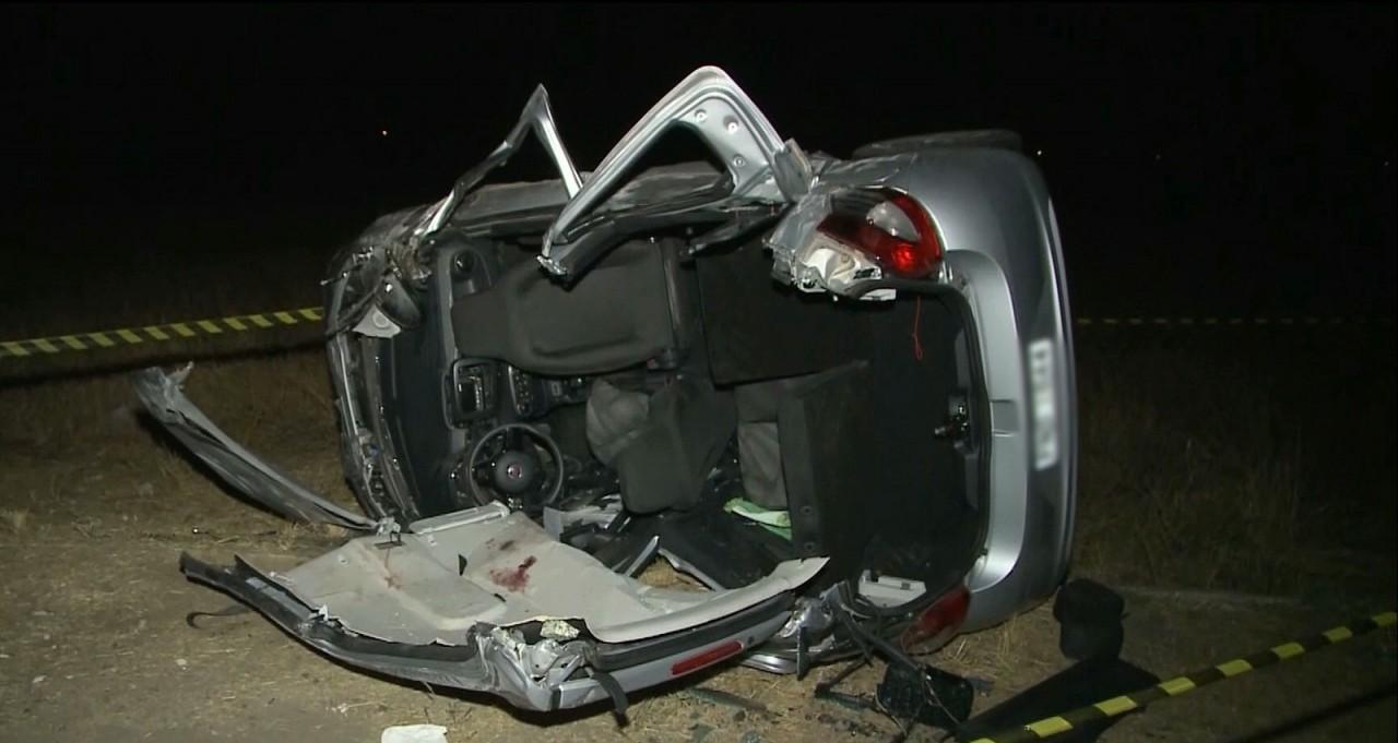 acidente - Acidente entre carro e caminhonete deixa mortos e feridos na BR-230, em Sousa, PB