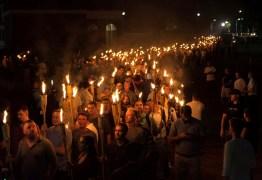 Donald Trump condena o racismo após onda de movimentos supremacistas surgir nos EUA