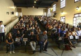 'Feche as pernas': o que pregam os participantes do 1º Congresso Antifeminista do Brasil
