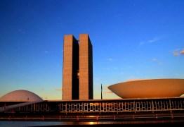 Reportagem da Folha aponta que três em cada quatro integrantes do Congresso disputam reeleição; paraibano é citado por ter desistido