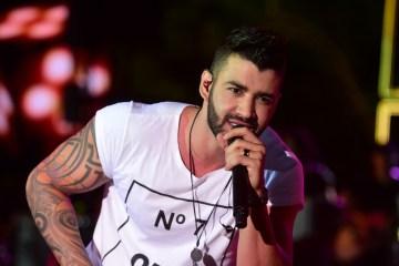 gusttavo lima - Gusttavo Lima é atingido por objeto no palco e atitude surpreende fãs: 'Aprende aí, Ferrugem'