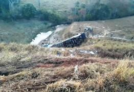 TRAGÉDIA: Ônibus capota na BR-146 deixando mortos e feridos, entre as vítimas fatais estão três Paraibanos