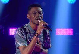 Kevin Ndjana vence batalha no The Voice Brasil e continua na disputa